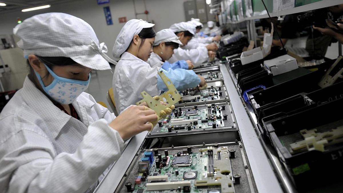 Bên trong nhà máy sản xuất của Foxconn tại Trung Quốc. Ảnh: Cnbc.