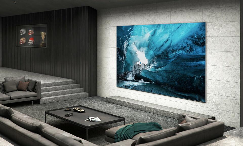 TV MicroLED mới ra mắt của Samsung trong khung cảnh phòng khách.