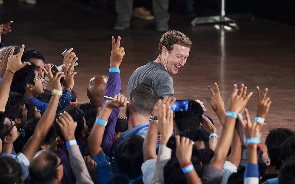 Zuckerberg được cho là luôn lo sợ các đối thủ vượt mặt Facebook. Ảnh: Telegraph.
