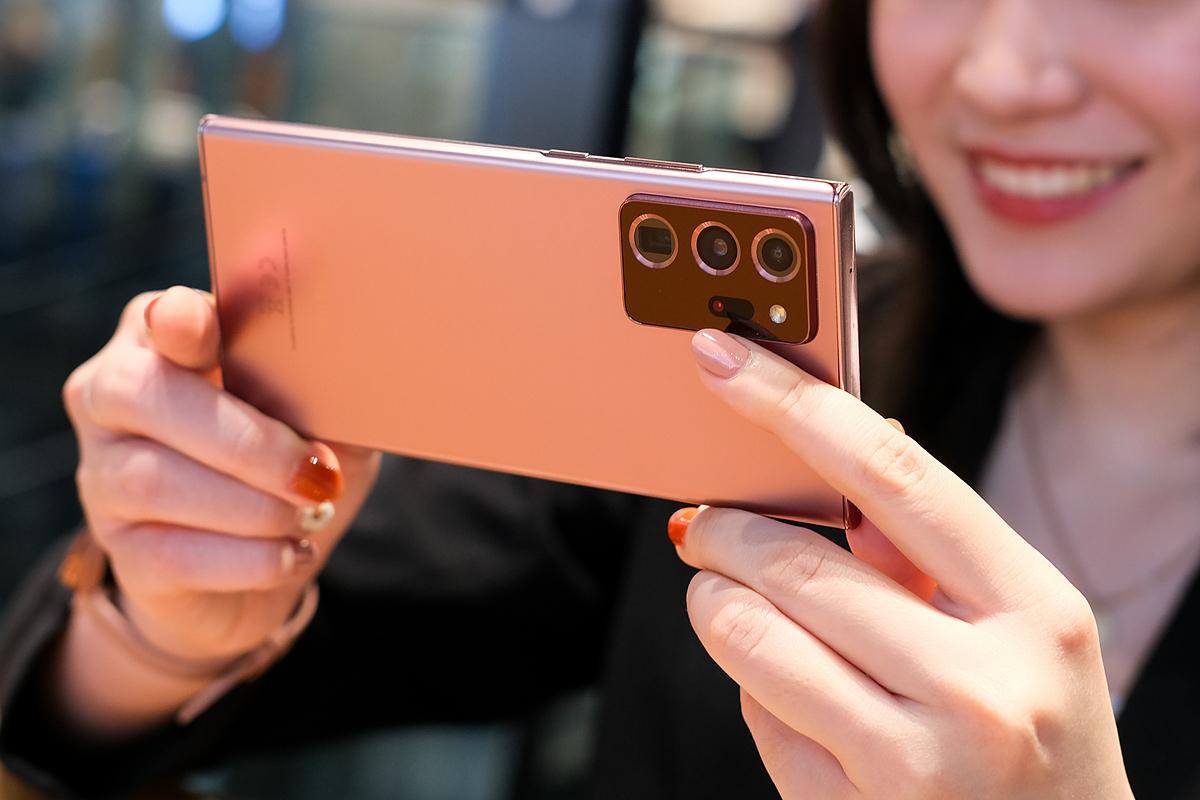 Bộ ba camera trên dòng Galaxy Note20 tích hợp khả năng quay phim, chụp ảnh sắc nét không giới hạn. Ảnh: Samsung Instagram. (Nhờ khách gửi hình không text)