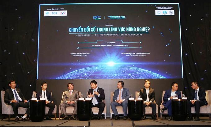 Các diễn giả bàn về chuyển đổi số nông nghiệp tại Ngày Chuyển đổi số Việt Nam.