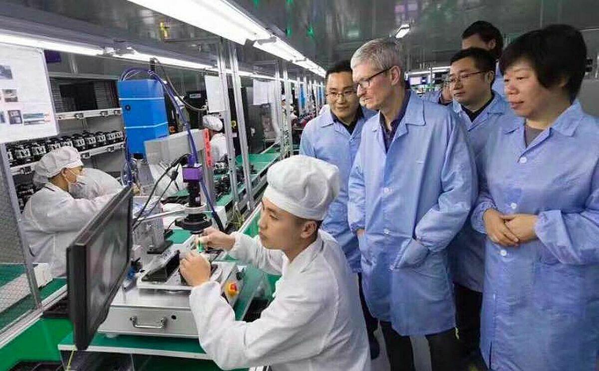 Foxconn đang chuyển dần các dây chuyền sản xuất iPad, Macbook ra khỏi Trung Quốc. Ảnh: Reuters.