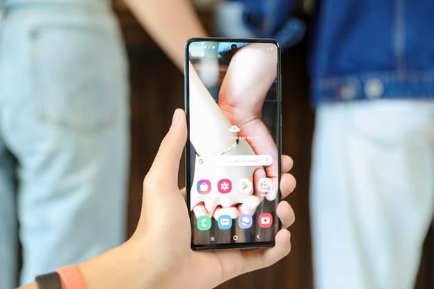 Ống kính macro 5 Megapixel lấy nét tự động khi chụp cận cảnh từ khoảng cách 3-5cm. Ảnh: Samsung.