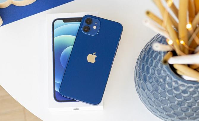 [iPhone 12 màu xanh dương. Ảnh: Gsmarena