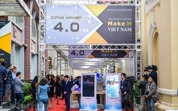 Make in Viet Nam lần đầu được sử dụng rộng rãi vào tháng 1/2019 trong một triển lãm công nghệ, được tổ chức bên lề Hội nghị triển khai nhiệm vụ năm 2019 của Bộ Thông tin và Truyền thông. Ảnh: TTXVN.