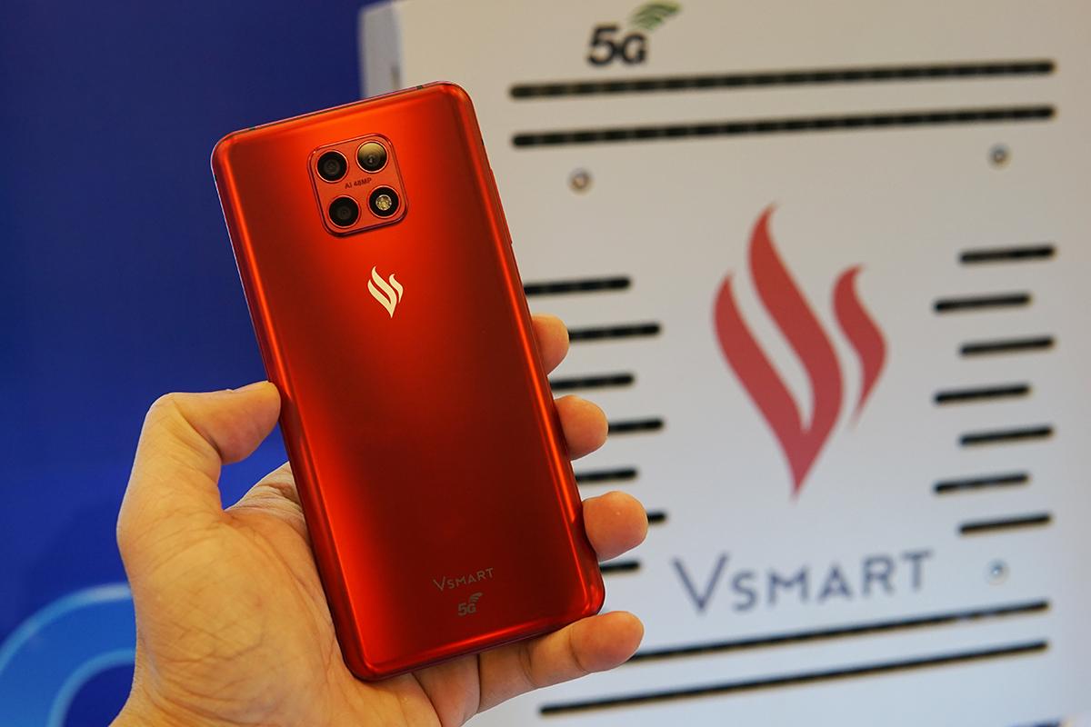Một smartphone thương hiệu Việt Nam có kết nối 5G, xuất hiện tại sự kiện về công nghệ thông tin mới đây. Ảnh: Lưu Quý