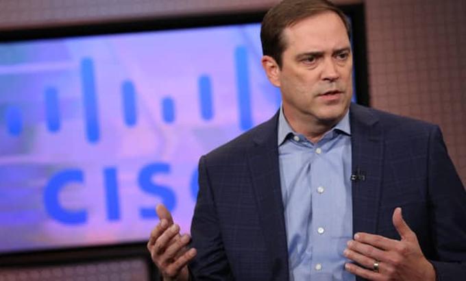 Charles Robbins (Cisco Systems) - Thu nhập: 25.829.833 USD - Doanh thu công ty: 49,3 tỷ USD - Tỷ lệ lương: Gấp 182 lần nhân viên Robbins đã gắn bó với Cisco System từ tháng 7/2015. Mức lương của ông tăng trong năm 2020, nhưng lại giảm hơn 50% về tiền thưởng, trong bối cảnh doanh thu Cisco giảm 5% so với một năm trước đó. Ảnh: CNBC.