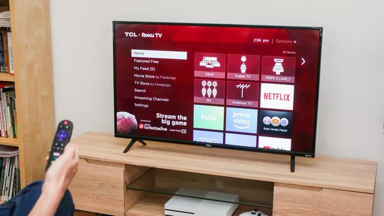 TV 32 inch hạn chế về kích thước, độ phân giải màn hình. Ảnh: Cnet.