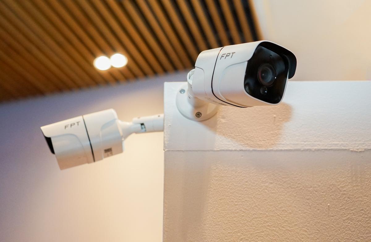 La cámara para exteriores de esta cámara FPT es a prueba de polvo y resistente al agua IP66.