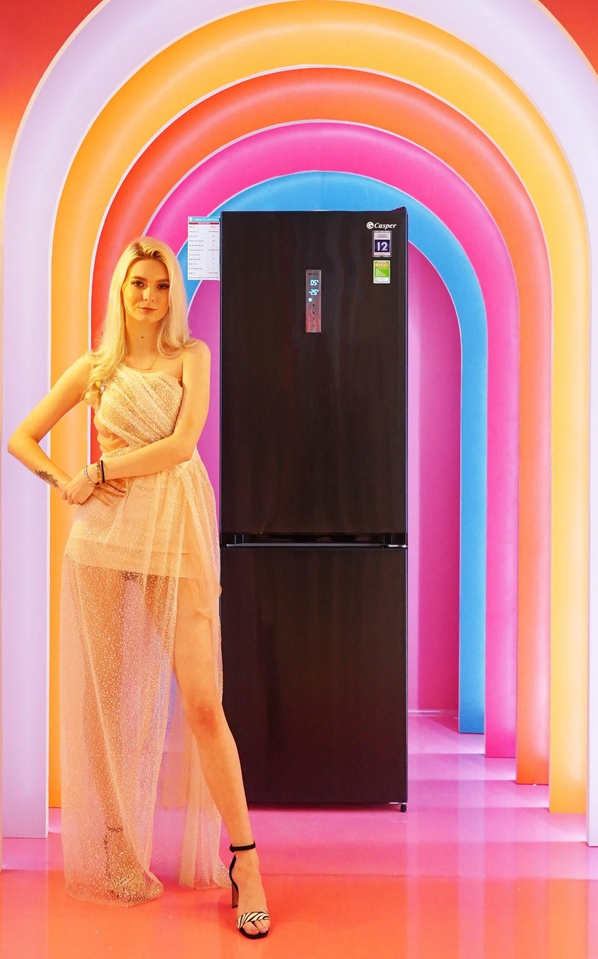 Đối với những không gian hạn chế về mặt diện tích, tủ lạnh hai cửa ngăn đông dưới RB-365VB là lựa chọn thích hợp. Nhờ hai dàn lạnh độc lập, người dùng có thể bảo quản thực phẩm từng nhóm riêng không bị lẫn mùi. Nhiệt độ các ngăn được cài đặt riêng theo từng nhu cầu, đảm bảo thực phẩm ở trạng thái tối ưu nhất.
