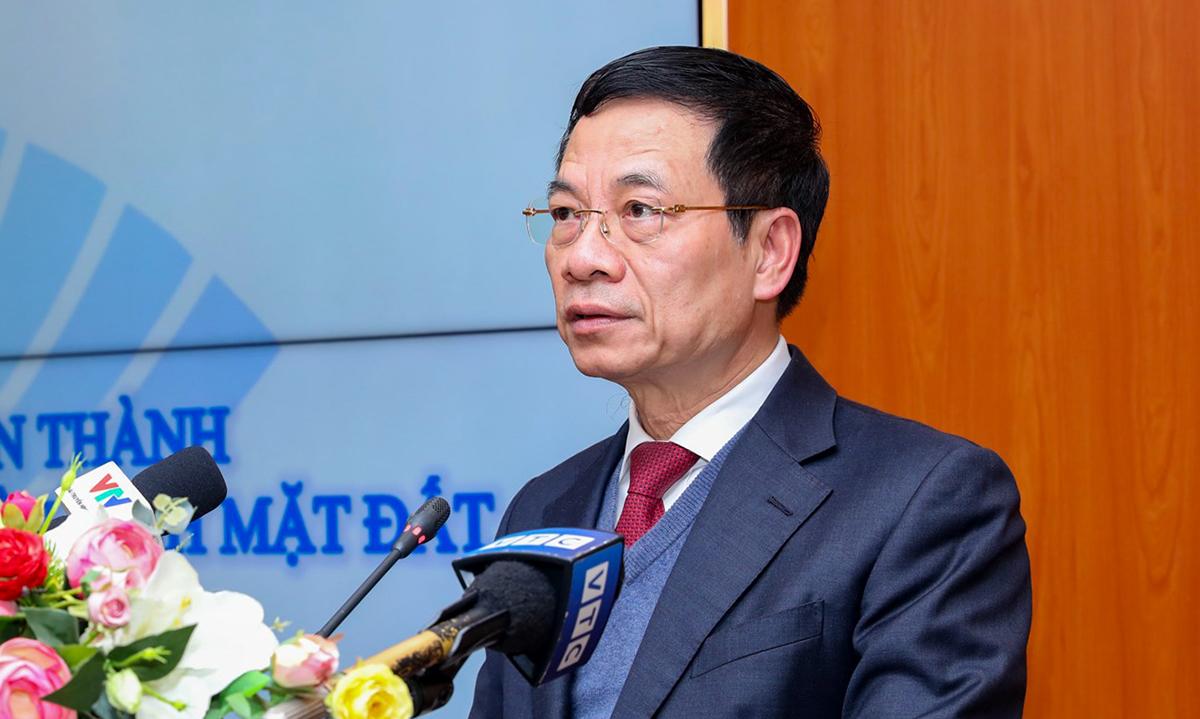 Ông Nguyễn Mạnh Hùng công bố việc Việt Nam hoàn thành đề án số hóa truyền hình, chiều 11/1. Ảnh:Lê Sơn