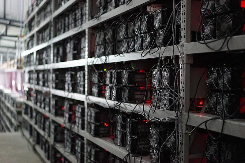 Các mỏ đào Bitcoin ở Trung Quốc thường được đặt ở vùng núi lạnh hoặc gần các trạm thuỷ điện nhỏ. Ảnh: Coininfo.