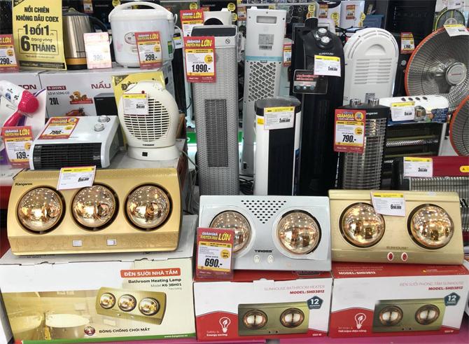 Máy sưởi là mặt hàng được săn lùng nhiều nhất tại các siêu thị điện máy hơn một tuần qua. Ảnh: Lưu Quý