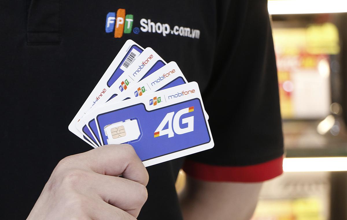 Để mua SIM đồng thương hiệu MobiFone - FPT, người dùng đến FPT Shop gần nhất để đăng ký, kích hoạt và sử dụng SIM, xem thông tin sản phẩm tại đây. Ảnh: FPT Shop.