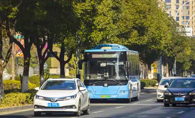 Xe bus không người lái của Huawei.