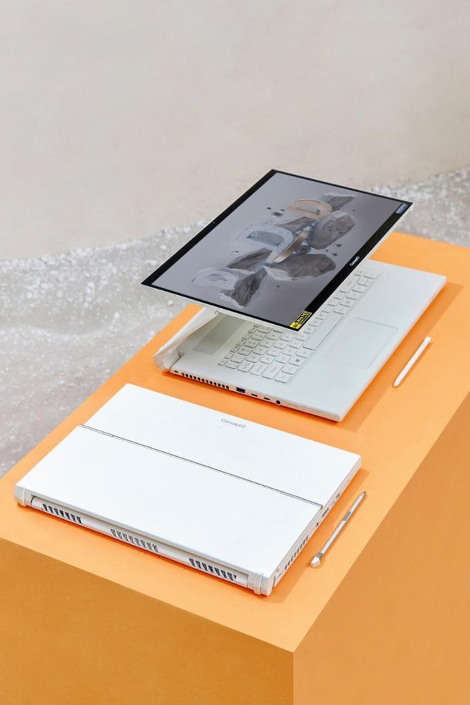 Bàn lề của ConceptD 7 Ezel Pro có 5 tư thế sử dụng. Ảnh: Acer.