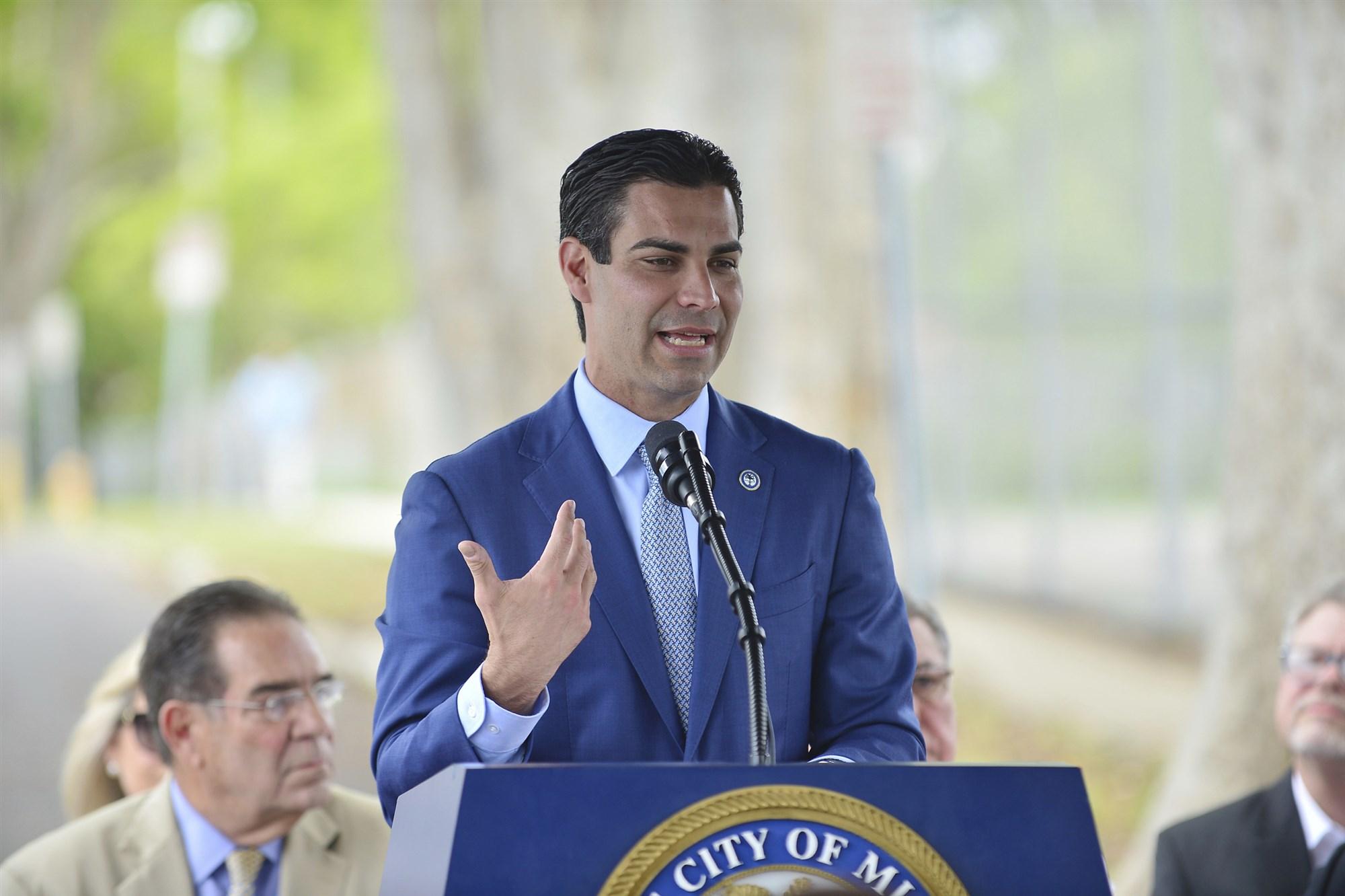 Thị trưởng Francis Suarez là một trong những người góp phần thay đổi diện mạo cho Miami. Ảnh: IPx