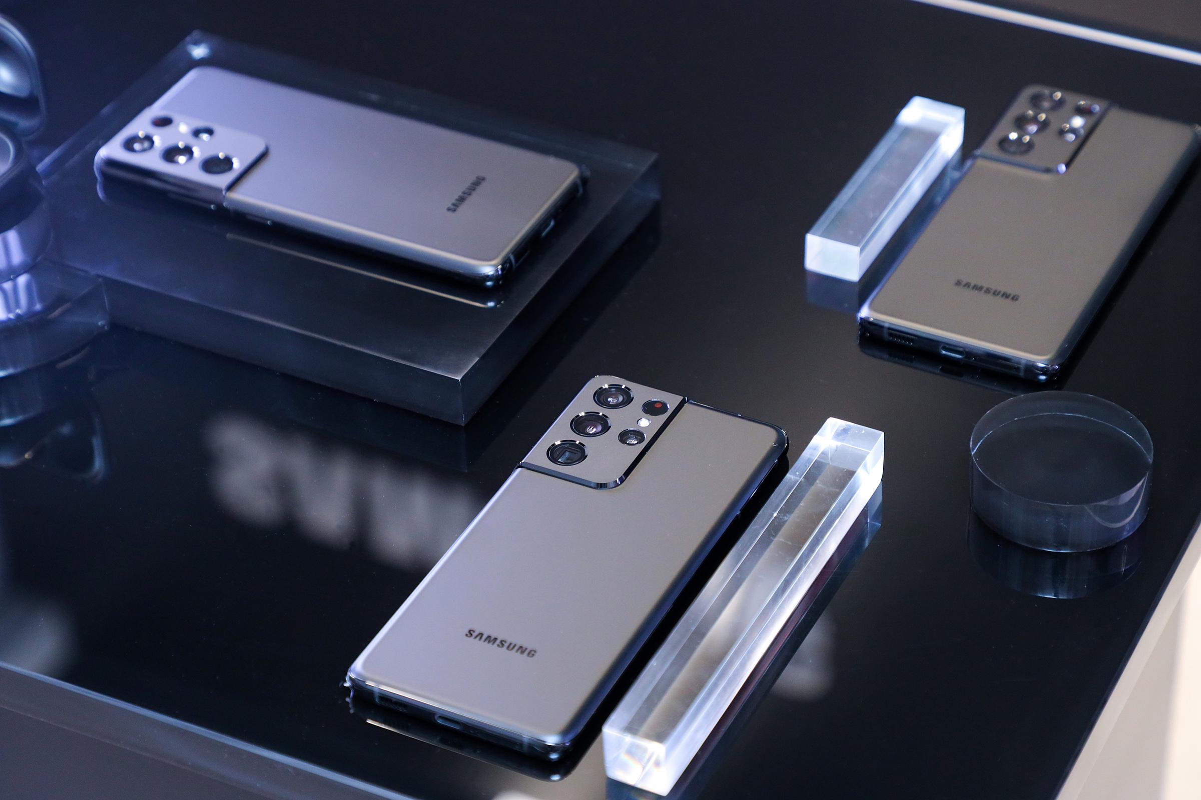 Thiết kế cụm camera liền cạnh độc đáo, không thể nhầm lẫn của Galaxy S21. Ảnh: Samsung.