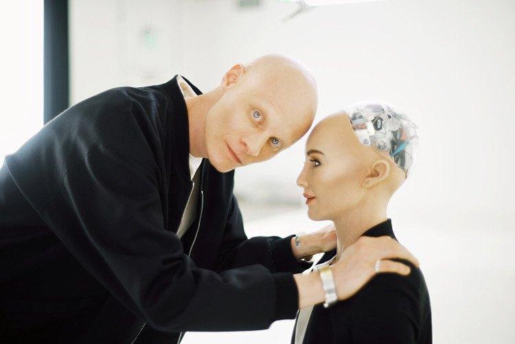 Robot ngày càng có ngoại hình và nhận thức giống con người nhờ tiến bộ của khoa học công nghệ.