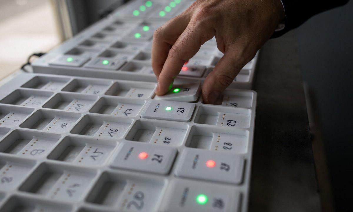 Các cảm biến SafeZone được triển khai ở nhà máy của Henkel. Ảnh: NY Times.