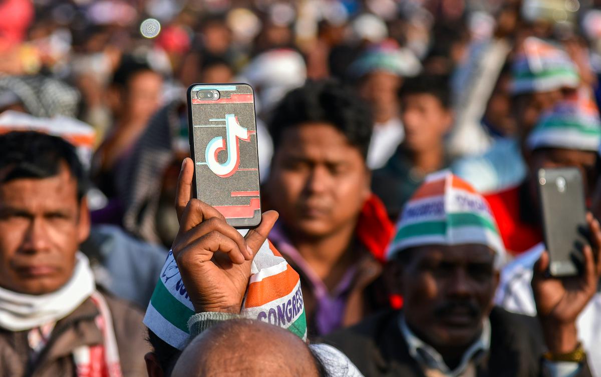 Việc cấm hàng loạt ứng dụng Trung Quốc có thể dẫn đến làn sóng thất nghiệp ở Ấn Độ vốn đã chịu nhiều ảnh hưởng bởi Covid-19. Ảnh: Talukdar David.