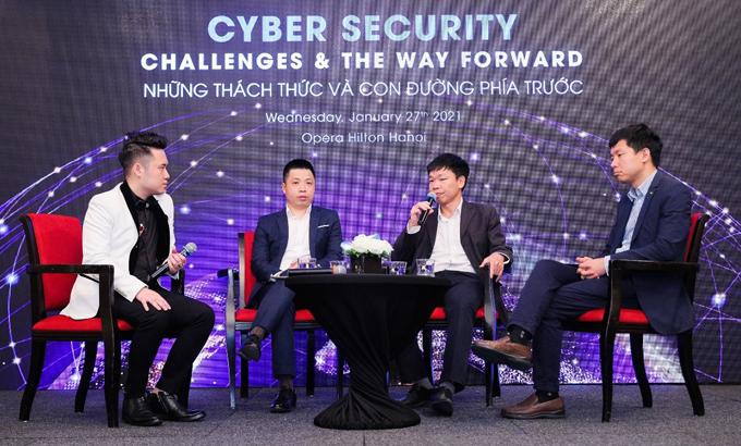 Các diễn giả tham dự hội thảo an toàn thông tin ngày 27/1 tại Hà Nội.