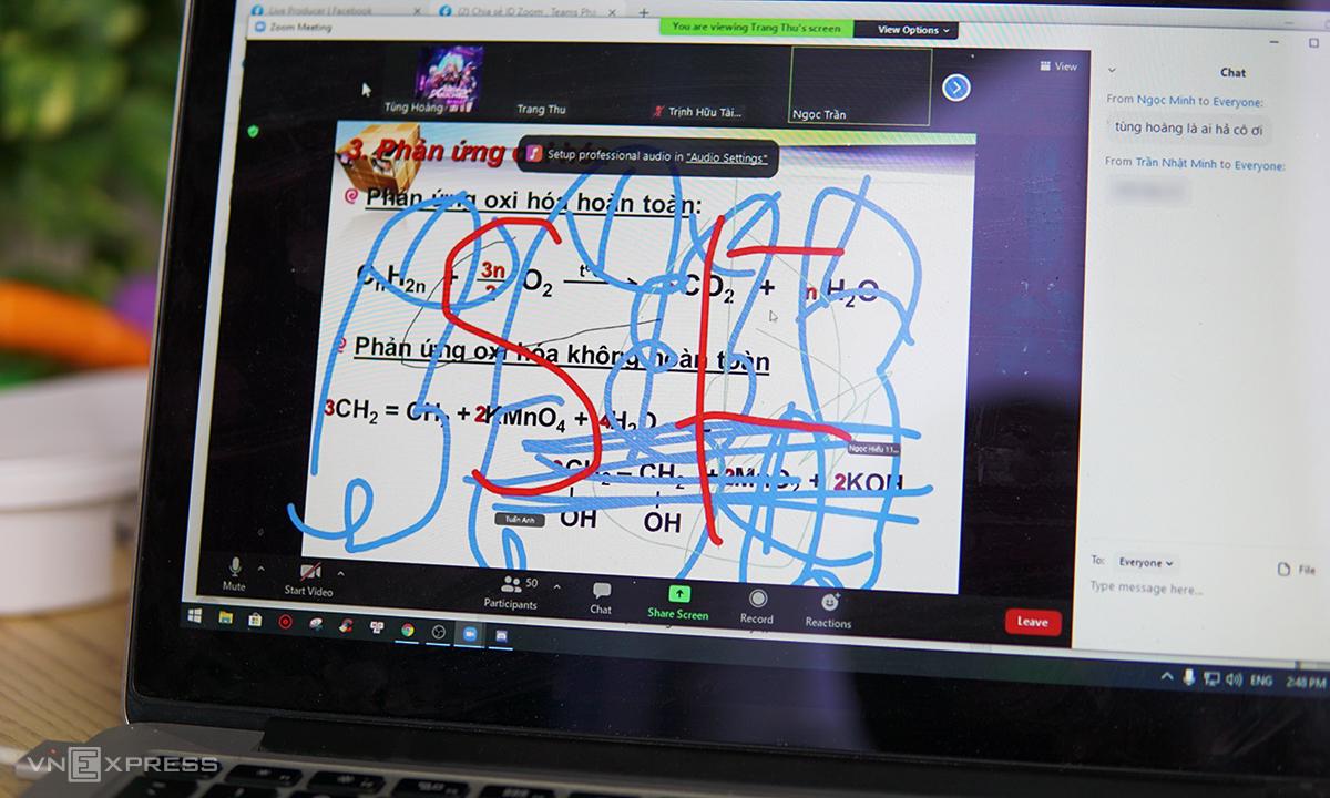 Bài giảng online bị vẽ bậy trong lớp học trên Zoom.