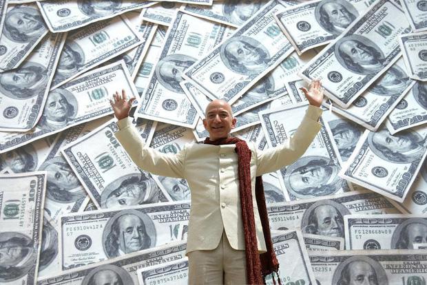 Jeff Bezos hiện là người giàu thứ hai thế giới. Ảnh: Yahoo News.