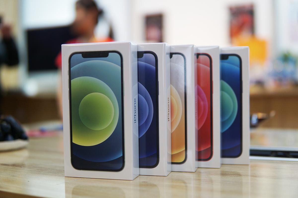 Bộ bốn iPhone 12 giúp Apple đạt doanh số lớn tại Việt Nam. Ảnh: Lưu Quý