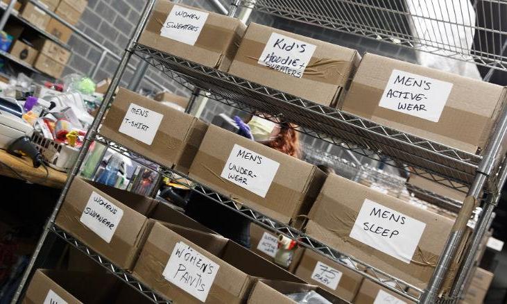 Hàng hóa được phân loại trong kho của 888 Lots. Ảnh: CNN.