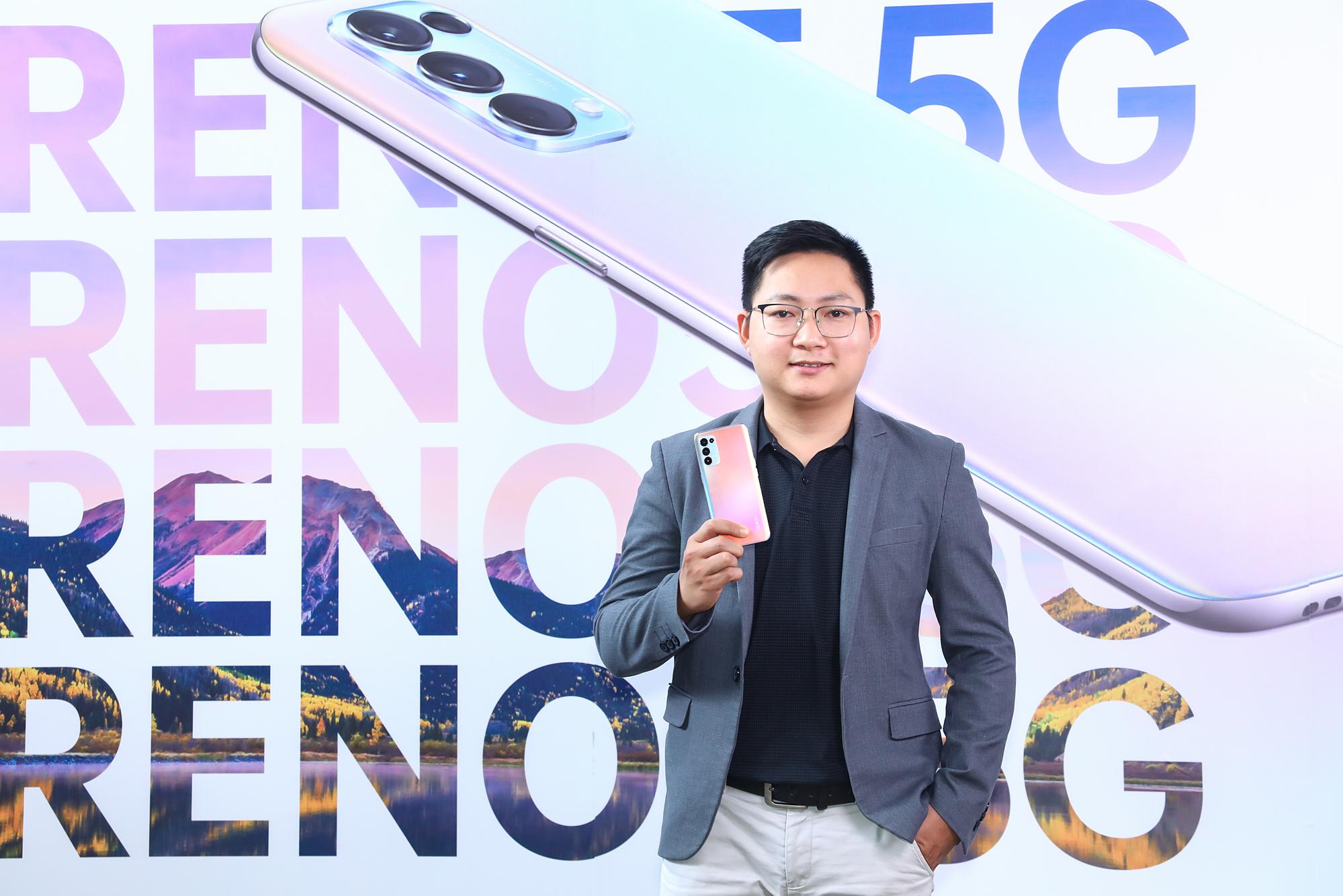 Ông Bá Văn Luýt -  Giám đốc sản phẩm Oppo Việt Nam chia sẻ về Oppo Reno5 5G tại buổi ra mắt.