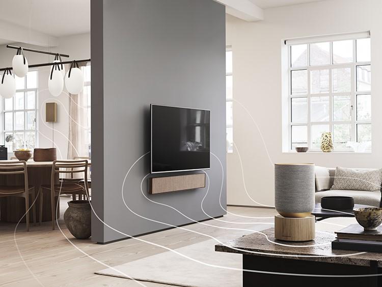 Không gian trong gia đình sử dụng hệ thống loa không dây của Bang & Olufsen. Các không gian sống hiện đại, trẻ trung thường được chia nhỏ thành nhiều phòng với diện tích vừa phải. Đi cùng xu hướng này, những chiếc loa không dây có khả năng kết nối linh hoạt, dần trở thành lựa chọn ưa thích.