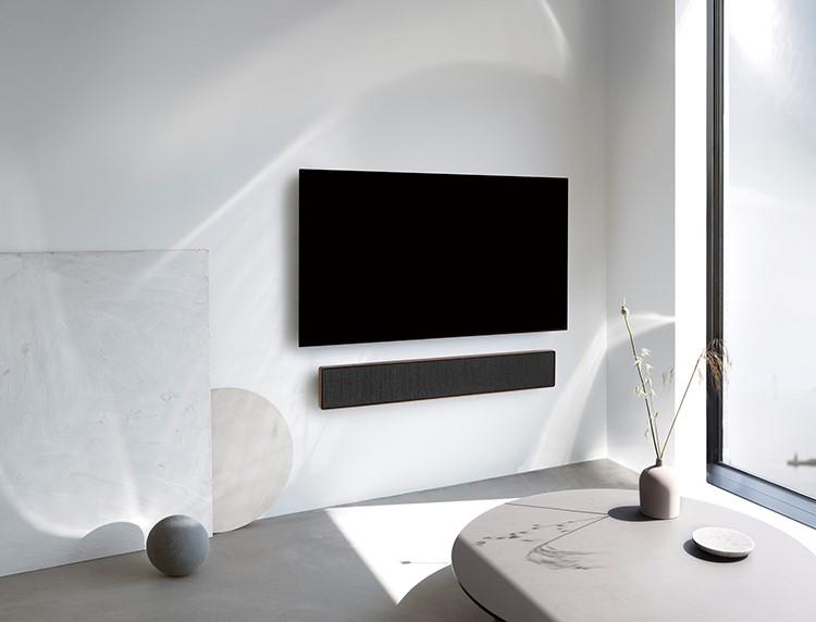Bang & Olufsen, hãng âm thanh xa xỉ của Đan Mạch đã phát triển bộ sưu tập loa nội thất với tính năng liên kết và kết nối với nhau. Đây là tính năng giúp thiết lập hệ thống âm thanh đa phòng linh hoạt, cho phép người nghe được thưởng thức âm nhạc không gián đoạn tại tất cả các phòng trong căn hộ.