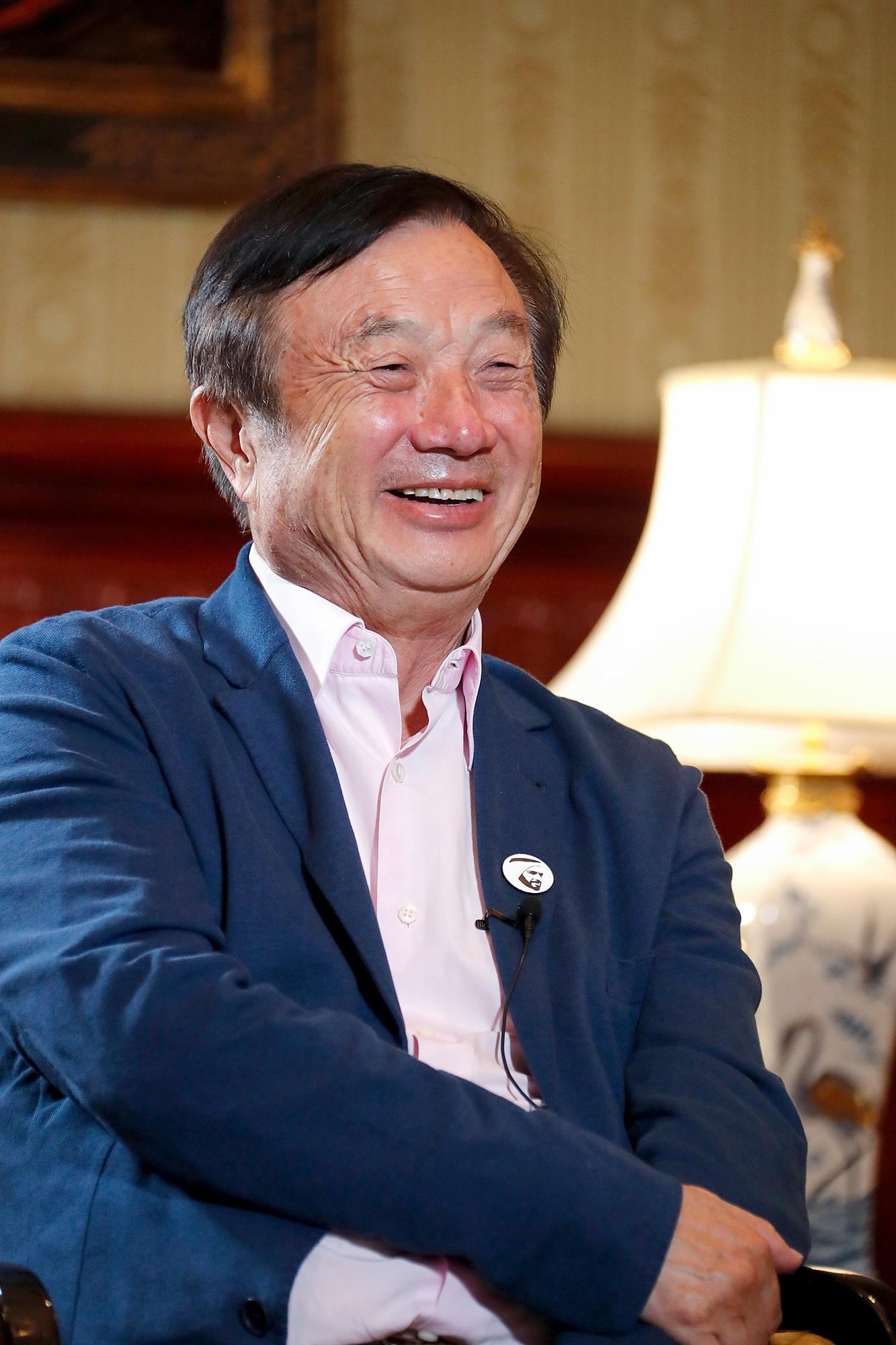 Ông Nhậm Chính Phi, nhà sáng lập Huawei, sinh ngày 25/10/1944, năm nay 77 tuổi.