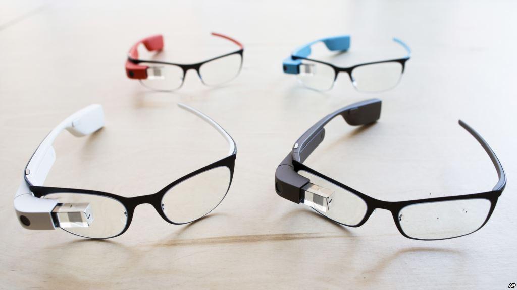 Các bộ kính Google Glass. Ảnh: AFP.