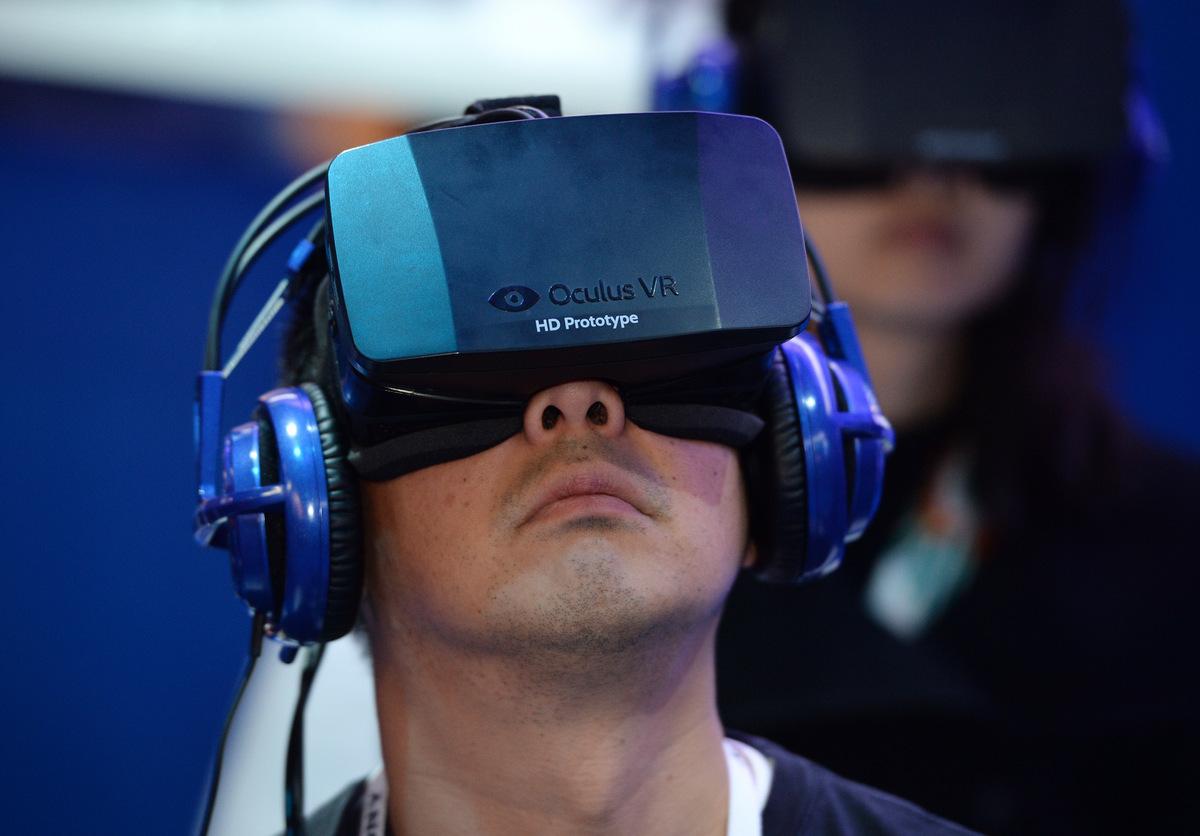 Nguyên mẫu Oculus VR được công bố năm 2014. Ảnh: AFP.