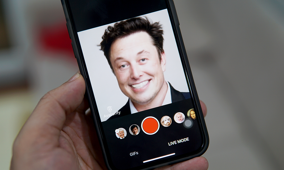 Ứng dụng Avatarify cho phép trộn biểu cảm của người này vào khuôn mặt của người khác. Ảnh: Lưu Quý