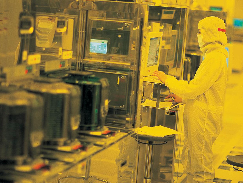 Bên trong một dây truyền sản xuất chip của nhà máy TSMC, Đài Loan. Ảnh: Taiwan Semiconductor Manufacturing.