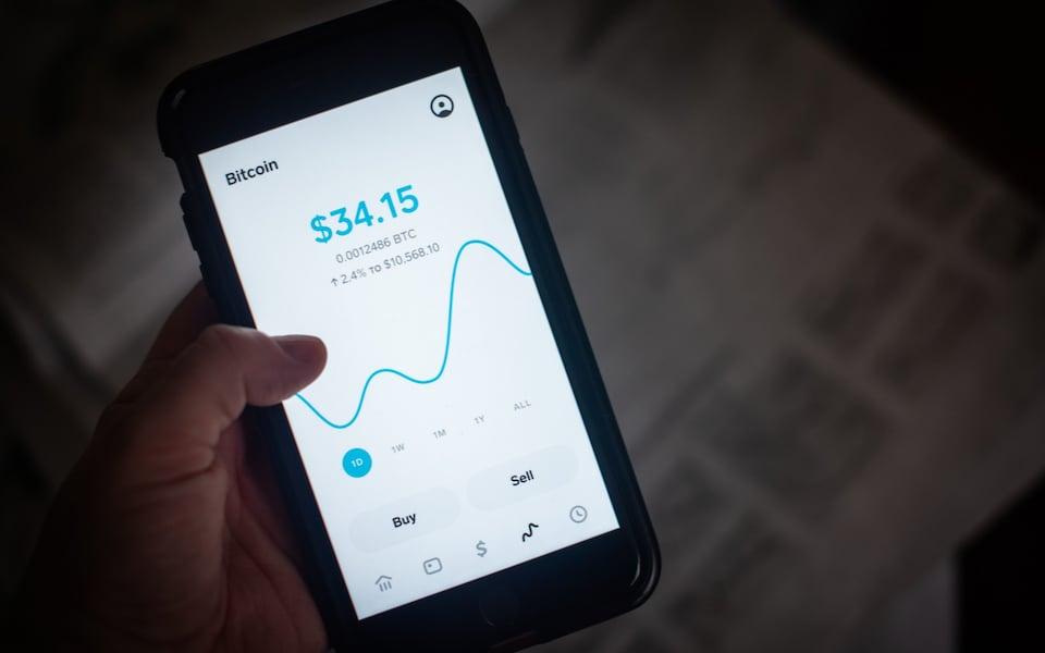 Thói quen tự kiểm soát ví Bitcoin của người dùng có thể khiến nguy cơ mất tiền cao hơn. Ảnh: Bloomberg.