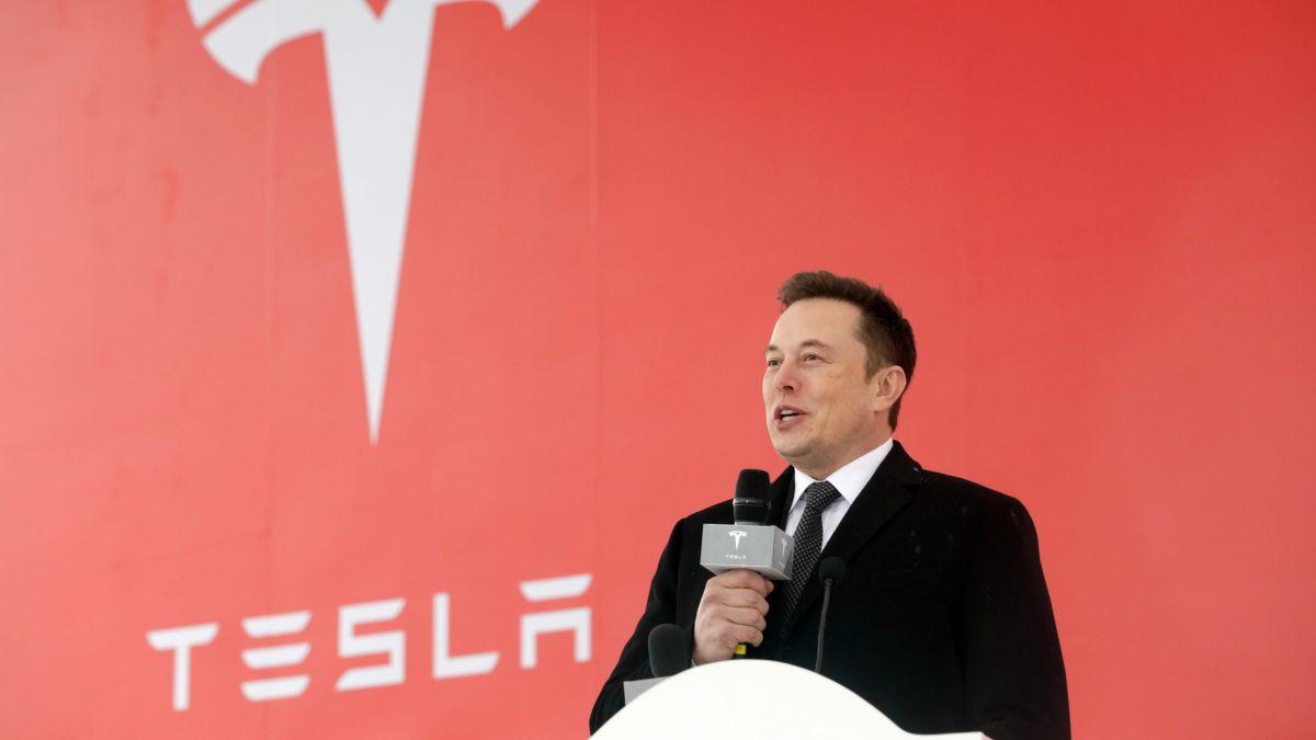 Elon Musk tại một sự kiện của Tesla ở Thượng Hải đầu 2020. Ảnh: SCMP.