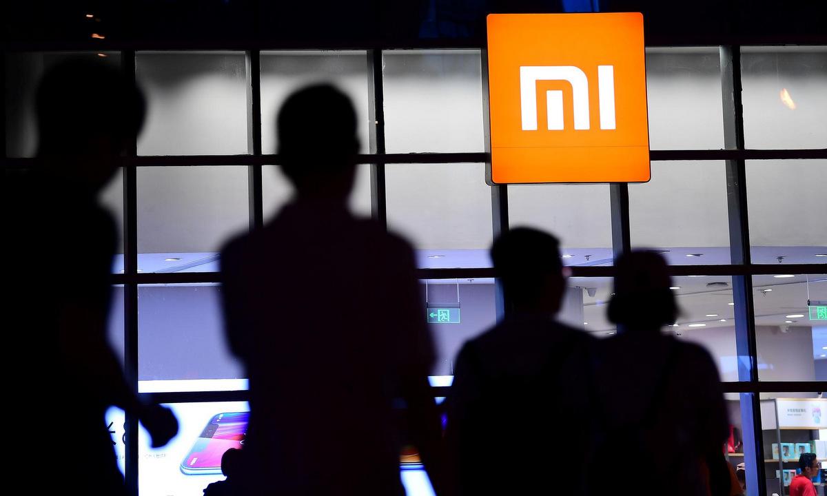 Bên ngoài cửa hàng bán lẻ của Xiaomi tại tỉnh Liêu Ninh của Trung Quốc. Ảnh: Reuters.