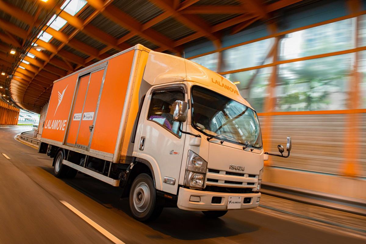 Xe tải giao hàng hóa với trọng tải lớn của Lalamove.