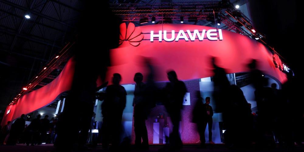 Gian hàng Huawei tại triển lãm MWC 2017 ở Tây Ban Nha. Ảnh: Reuters.