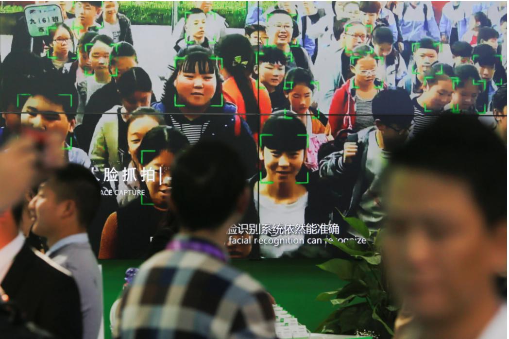 Trung Quốc là quốc gia tiên phong trong việc sử dụng dữ liệu khuôn mặt để định danh công dân, tuy nhiên chính sách quản lý lỏng lẻo của cơ quan chức năng khiến người dân phải đối mặt với nhiều rủi ro. Ảnh: Reuters.