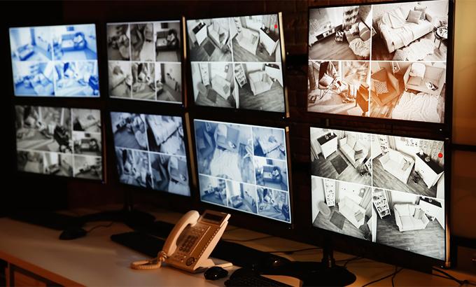 Kẻ xấu có thể lắp camera ẩn trong khách sạn, homestay hoặc hack hệ thống camera trong gia đình. Ảnh: Gensecurity.