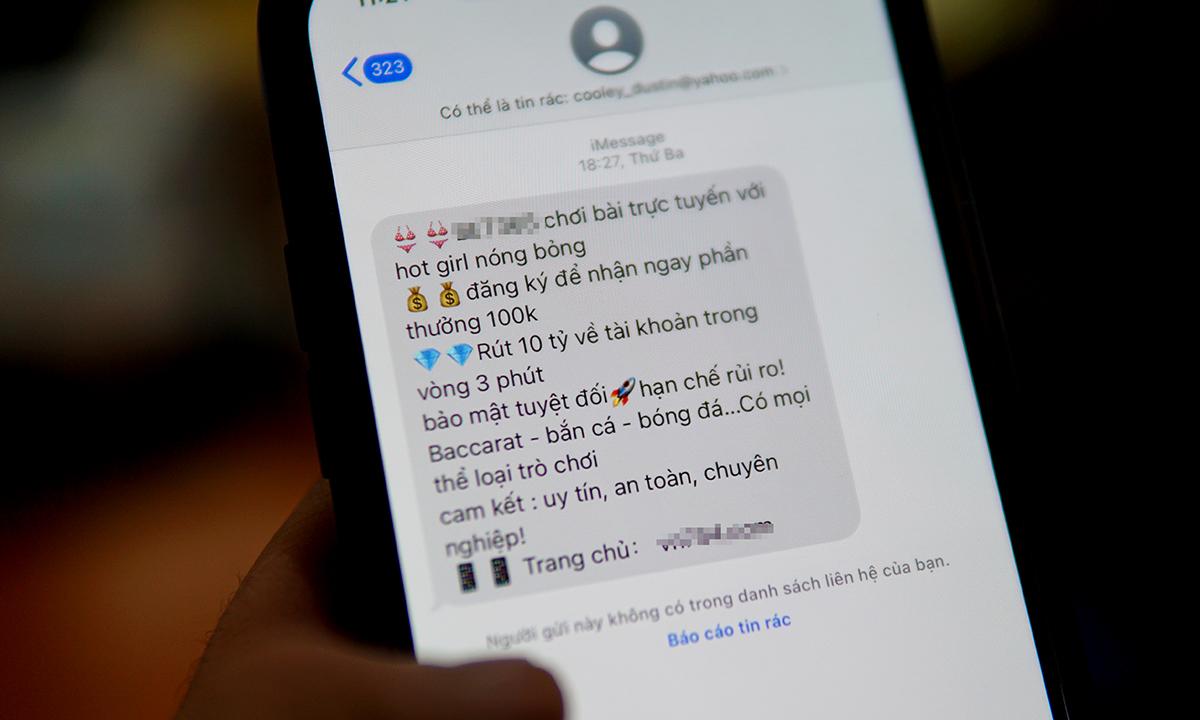 Tin nhắn rác quảng cáo web đánh bạc, được gửi đến người dùng iPhone tại Việt Nam. Ảnh: Lưu Quý