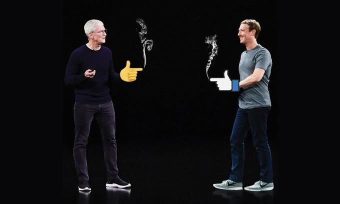 CEO của Apple và Facbook liên tục đấu khẩu thời gian gần đây. Ảnh: WSJ