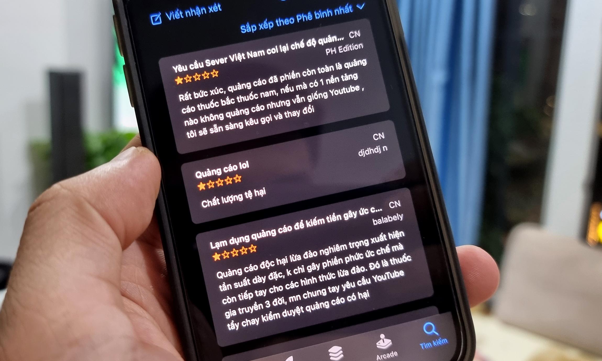 App YouTube trên iOS nhận nhiều đánh giá 1* vì các quảng cáo thuốc. Ảnh: Lưu Quý