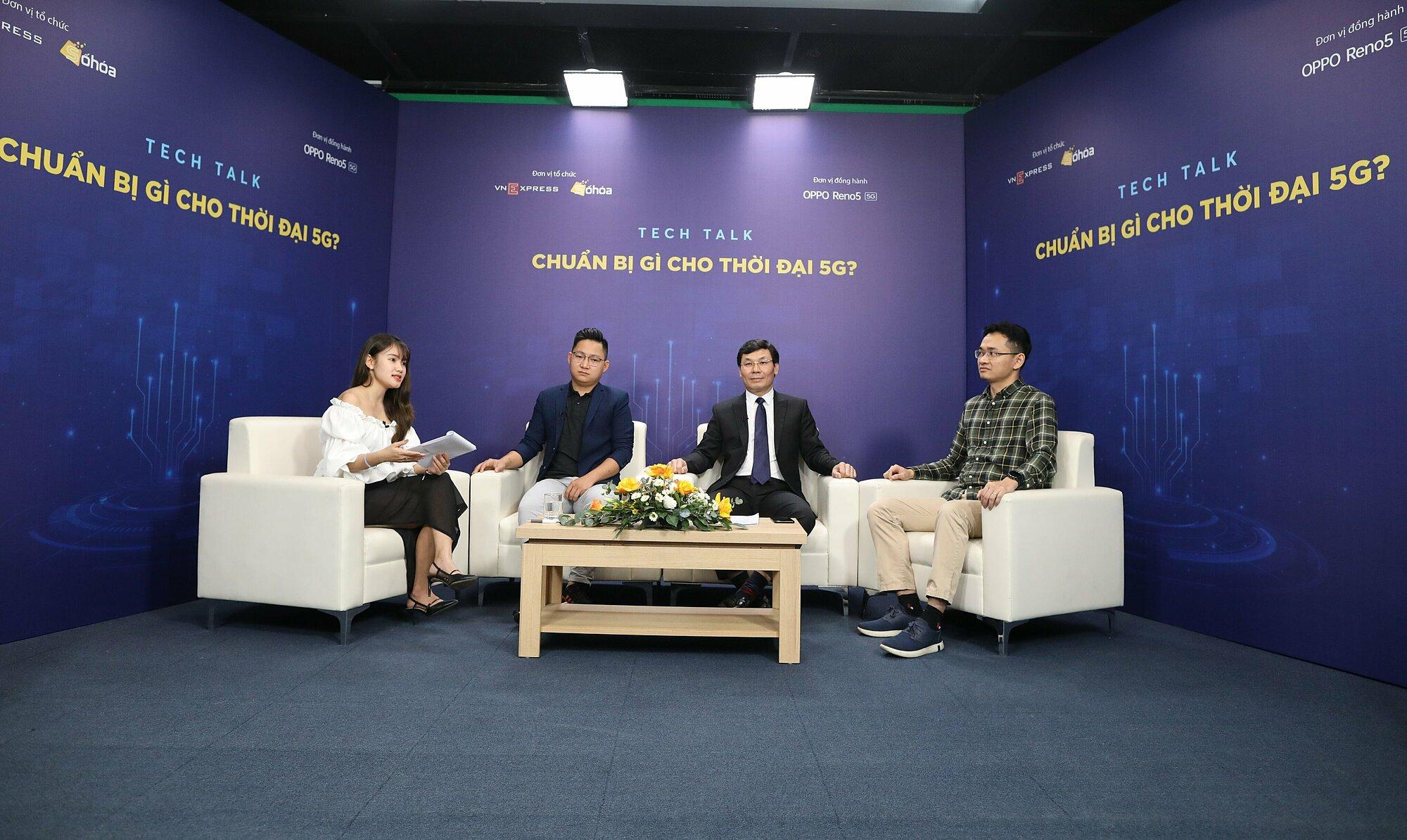 Đại diện MobiFone (thứ hai từ phải qua) tham gia tọa đàm Chuẩn bị gì cho thời đại 5G do Báo điện tử VnExpress tổ chức hồi tháng 3.