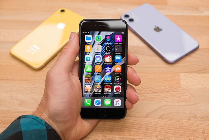 iPhone SE 2020 có ngoại hình như iPhone 8 nhưng chip giống iPhone 11. Ảnh: Phonearena.